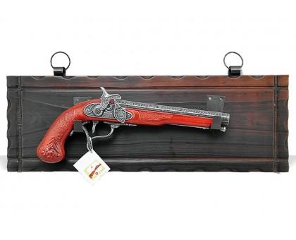 Пистолет старинный капсульный на платформе