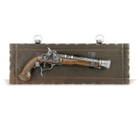 Пистолет старинный на платформе