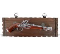 Пистолет старинный кремневый на платформе панно